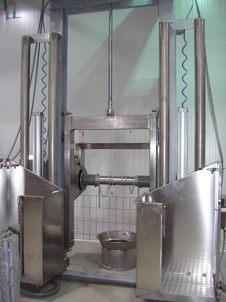 Pneumatski stroj za skidanje kože